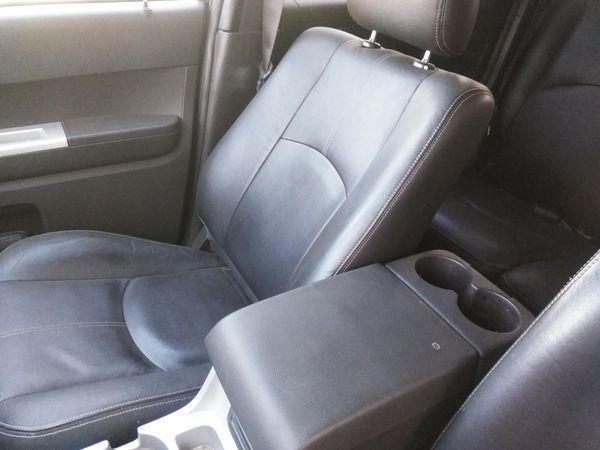 Black 2008 Ford escape. (Mercury Mariner) 4x4! Leather. sunroof