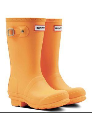 NEW HUNTER Original waterproof rain boots (big kid) in orange size 2 for Sale in Seattle, WA