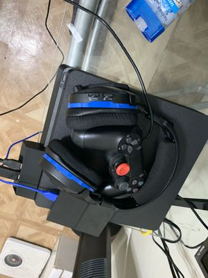 PS4 and Accessories Bundle for Sale in South Miami, FL