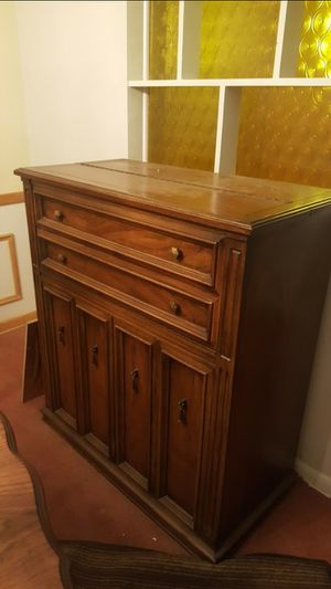Antique liquor cabinet for Sale in Cleveland, OH