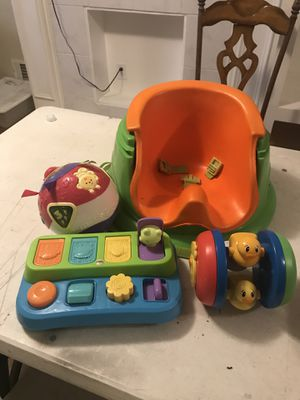 Toys And booster seat$15 for everything for Sale in Smoke Rise, GA