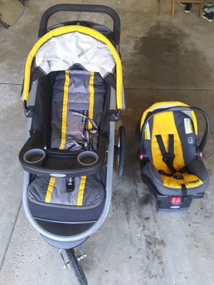 Graco jogging stroller and car seat for Sale in Parma, OH