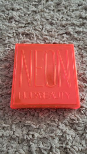 huda beauty palette for Sale in San Antonio, TX