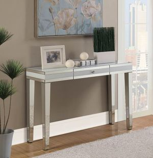 Console table in Offer (930011) for Sale in Orlando, FL