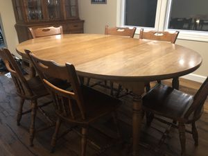 Dining Room Table with 6 chairs for Sale in Fogelsville, PA