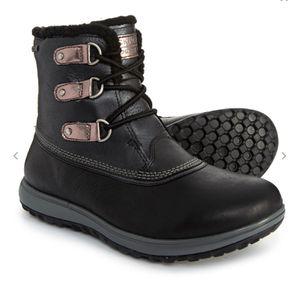 NEW!!! True leather Rockport XCS Britt Low Waterproof winter boot size 7 for Sale in Beaverton, OR