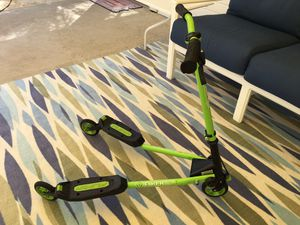 Yvolution Y Fliker SP1 Sport Carving Drifting 3-Wheel Scooter for Sale in Orlando, FL