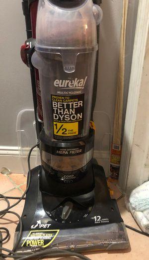 Eureka suctionseal pet bagless upright vacuum for Sale in Pembroke Pines, FL