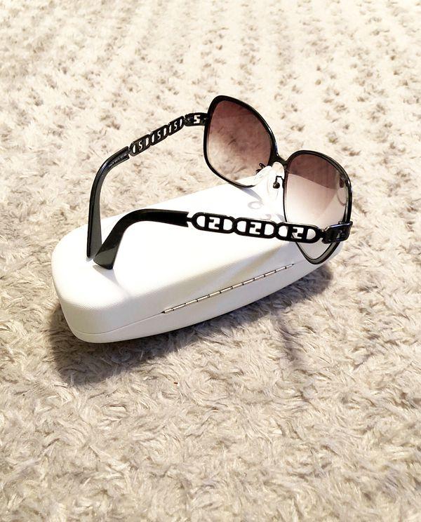 Fendi sunglasses FF's paid $390 Good condition. Black Metal Frames authentic Fendi sunglasses FS478 the lenses are medicated. Black metal frame & cha