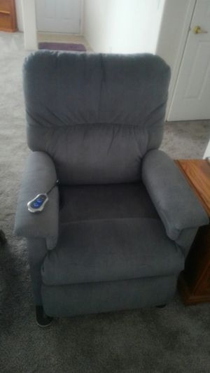 Lazy Boy Lift chair and recliner for Sale in Redmond, OR