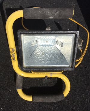 Portable Flood Light with Handle for Sale in Pismo Beach, CA