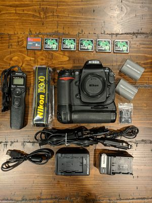 Nikon D300 12.3MP DX DSLR camera with 50mm f/1.8 lens + extras for Sale in Colma, CA