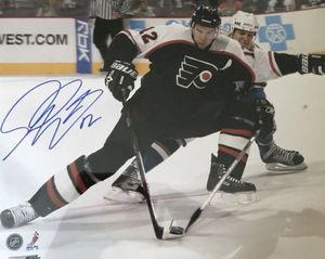 SIMON GAGNE PHILADELPHIA FLYERS SIGNED AUTHENTIC 16x20 PHOTO for Sale in Langhorne, PA