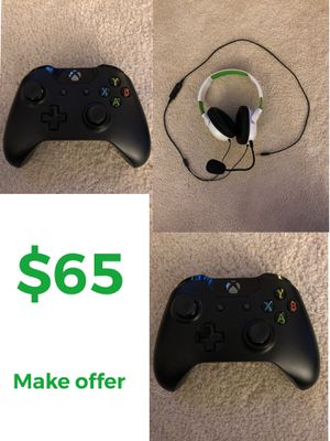2 XBOX CONTROLLERS AND TURTLE BEACH HEADSET for Sale in Longview, WA