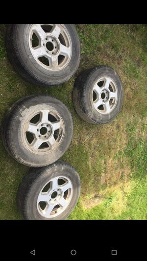 235/65/r16 Chevy trailblazer rims and tires for Sale in Midland, MI