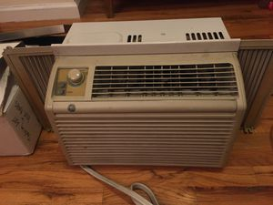 working GE brand AC unit, FREE for Sale in Brooklyn, NY