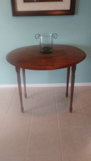 Small table. Drop leaf sides. for Sale in Port Charlotte, FL
