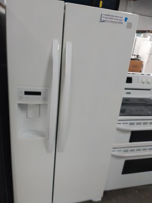 Kenmore side by side doors fridge in condition w/4 months warranty for Sale in Baltimore, MD