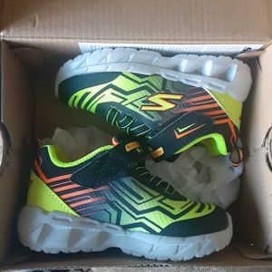 Size 6 Boy's Skechers Light Up Shoes for Sale in Highland, CA
