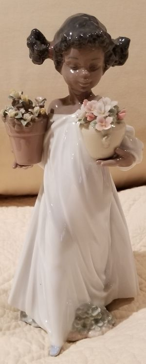 Lladro Mint#6757 First Flowers African American Girl for Sale in Brooklyn, NY