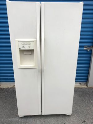 Refrigerator GE for Sale in Frederick, MD