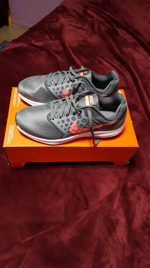 Nike women's shoes size 8 new in box for Sale in Laveen Village, AZ