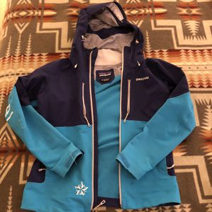 Patagonia Women's Softshell/hard shell Jacket for Sale in Colville, WA