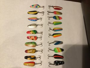 20 total assrt bright colors walleye spoon fishing lures. Made in detroit mi in the 1980s for Sale in Columbiaville, MI
