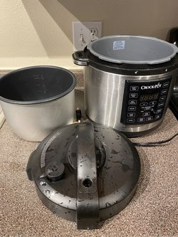 Crock Pot 6 Quart 8 in 1 Multi Use Express Crock Programmable Pressure Cooker, Slow Cooker, Sauté & Steamer | Stainless Steel (SCCPPC600 V1) for Sale in Renton,  WA