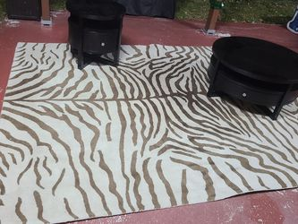 Coffee Table End Table And Rug In Good Condition 👍 for Sale in Miami,  FL