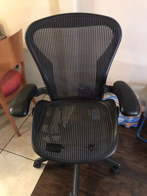 Herman Miller Aeron Titanium Silver Two-tone Aeron Office Chairs for Sale in Phoenix, AZ