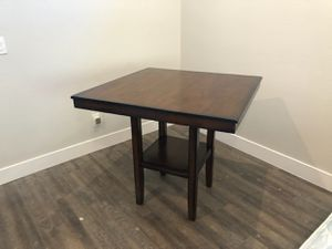 Living spaces table for Sale in Temecula, CA