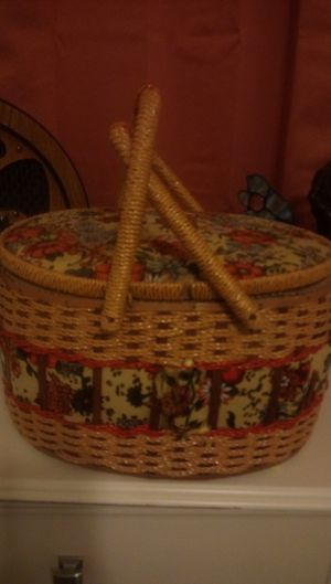 sewing basket old w content s 50,00 for Sale in Lake Worth, FL