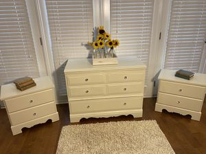 Dresser With matching night stands for Sale in Simpsonville, SC