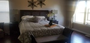 Pier One king size bedroom set for Sale in Snoqualmie, WA