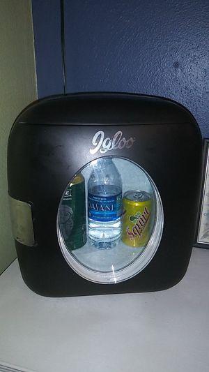 Black igloo mini fridge for Sale in Cashmere, WA