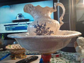 VERY BEAUTIFUL LOOKING Pitcher and Bowl BLUE AND WHITE for Sale in Arnold,  MO