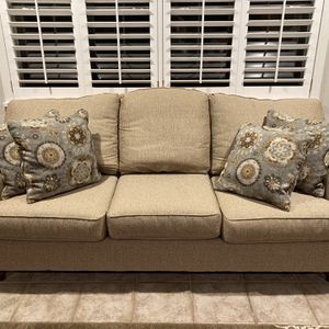 Three Cushion Couch for Sale in Lake, MS