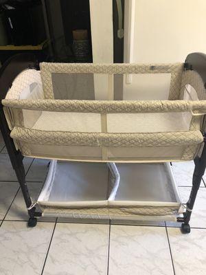 Baby bassinet for Sale in Hialeah, FL