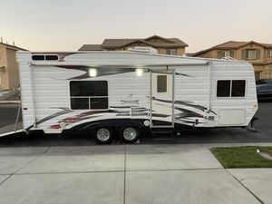 Selling a 2008 weekend warrior superlight generator fuel station electric beds front bedroom $10.900 Great first time toy hauler for Sale in Jurupa Valley, CA