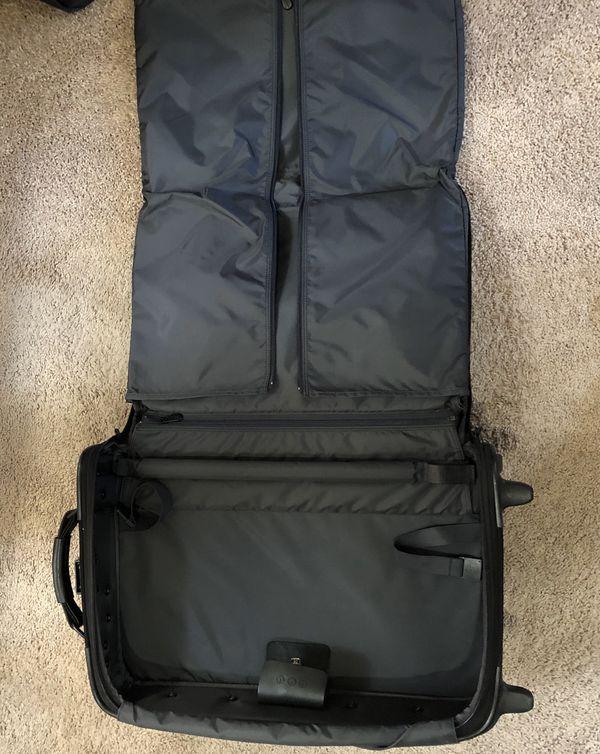 Briggs & Riley Golding garment bag