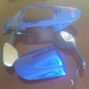 NO MIRRORS! Parts off 06 07 gsxr 600 750 for Sale in Pawtucket, RI