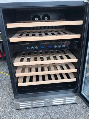 Wine fridge perfet condition!!! for Sale in Hallandale Beach, FL