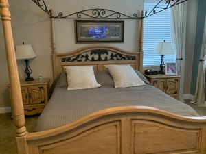 Solid wood king sized canopy bedroom set for Sale in Apopka, FL