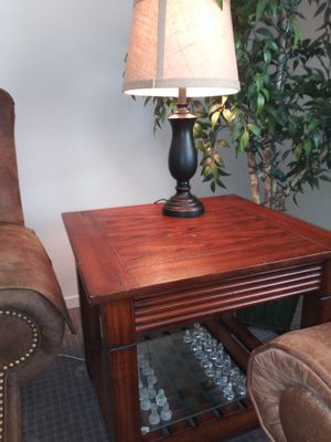 Pair of beautiful end tables. Lamps included for Sale in Midvale, UT
