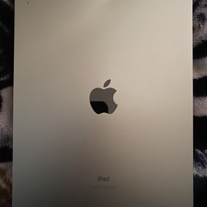 iPad Air ( 4th Generation ) Wi-FI + Cellular With Case for Sale in Santa Ana, CA