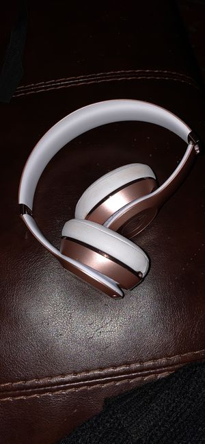 Wireless solo beats rose gold. for Sale in Minneapolis, MN