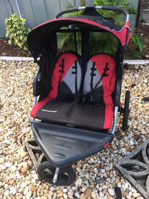 Double jogger stroller for Sale in Oviedo, FL