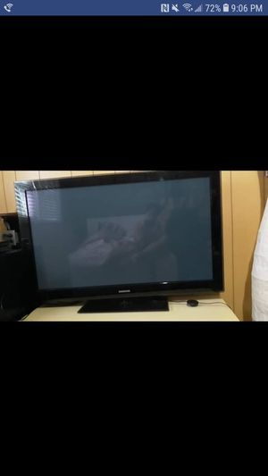 Plasma TV SAMSUNG 50 INCH (Model PN50B550T2F) small lines in the screen but still works/no cracks for Sale in Crofton, MD