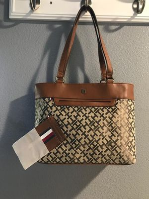 NWT Tommy Hilfiger tote with small wallet retail $108 for Sale in Pasco, WA